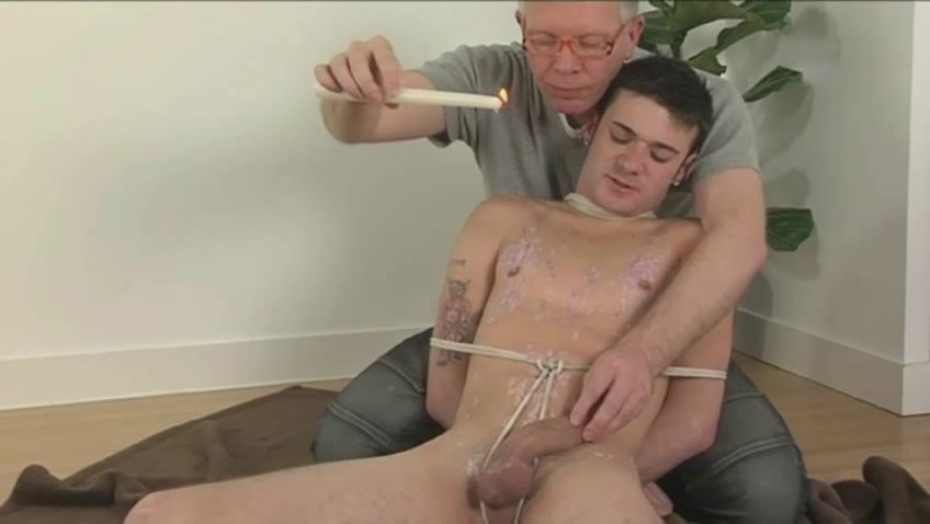 Turned on homo guy acquires wax all over his body