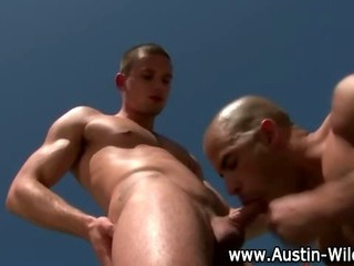 Homosexual pornstar Austin wilde acquires engulfing down on knob