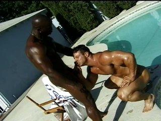 Dark bodybuilder bonks his boyfriend's dark hole