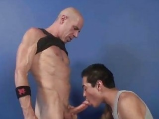 Pumped up DILF Marshall OBoy Fucked By Latin Twink