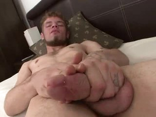 Worthwhile beard on a guy that strokes and cums