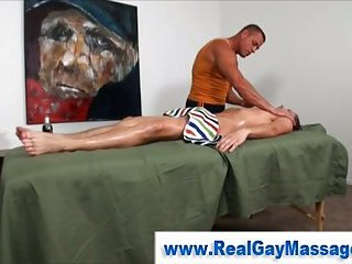 Str8 stud receives fingered by muscley homosexual