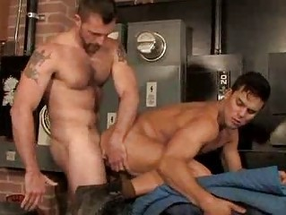 Shaggy Muscle Fellows Quickie Anal Fucking Session