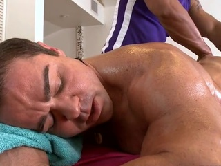 Male masseur is delighting a chubby homo bear