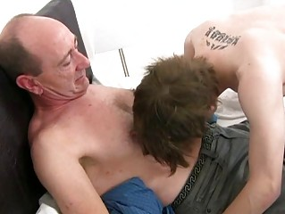 Mature gay daddy slamms youthful tight butt aperture in bedroom