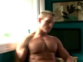 Muscley marco mojo jerks himself off for everyone to see