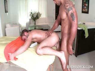 Afro masseur fucking white butt
