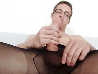 Solo homo Rick cums on his nylon tights