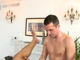 Hunk gets lusty anal drilling during massage